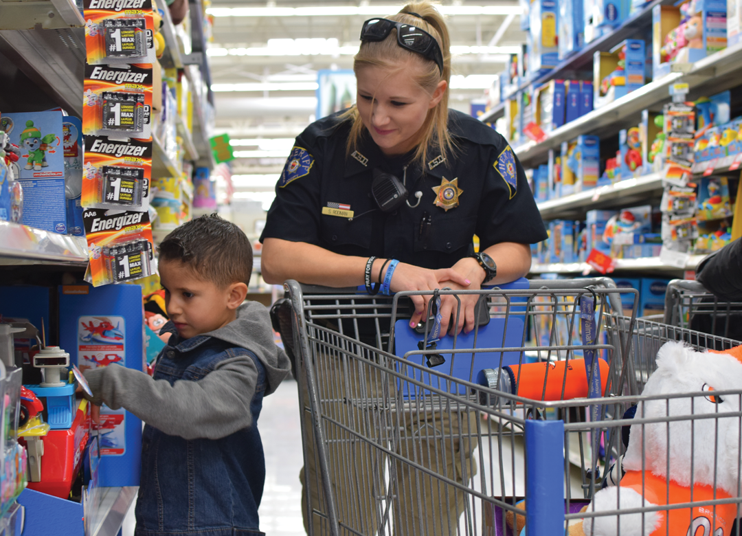 Mason City cops, kids shop for Christmas gifts